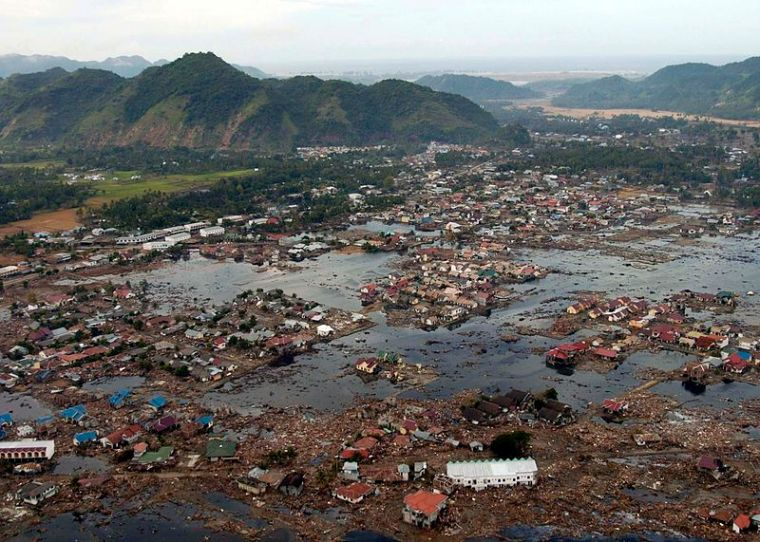Aceh 800px-US_Navy_050102-N-9593M-040_A_village_near_the_coast_of_Sumatra_lays_in_ruin_after_the_Tsunami_that_struck_South_East_Asia