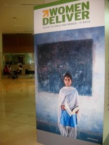 Schoolgirl WD foyer 2013